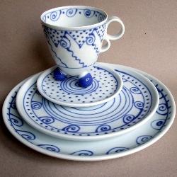 geschirr wei blau westen porzellan t pfermarkt keramikmarkt im internet. Black Bedroom Furniture Sets. Home Design Ideas